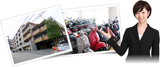 マンションやバイク、案内する女性の写真